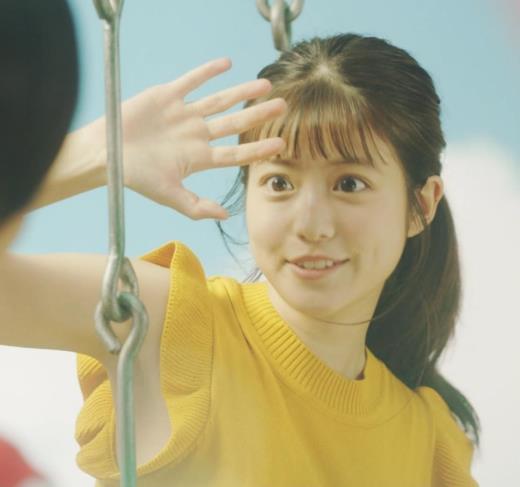 今田美桜 ノースリーブのワキ全開CMキャプ画像(エロ・アイコラ画像)