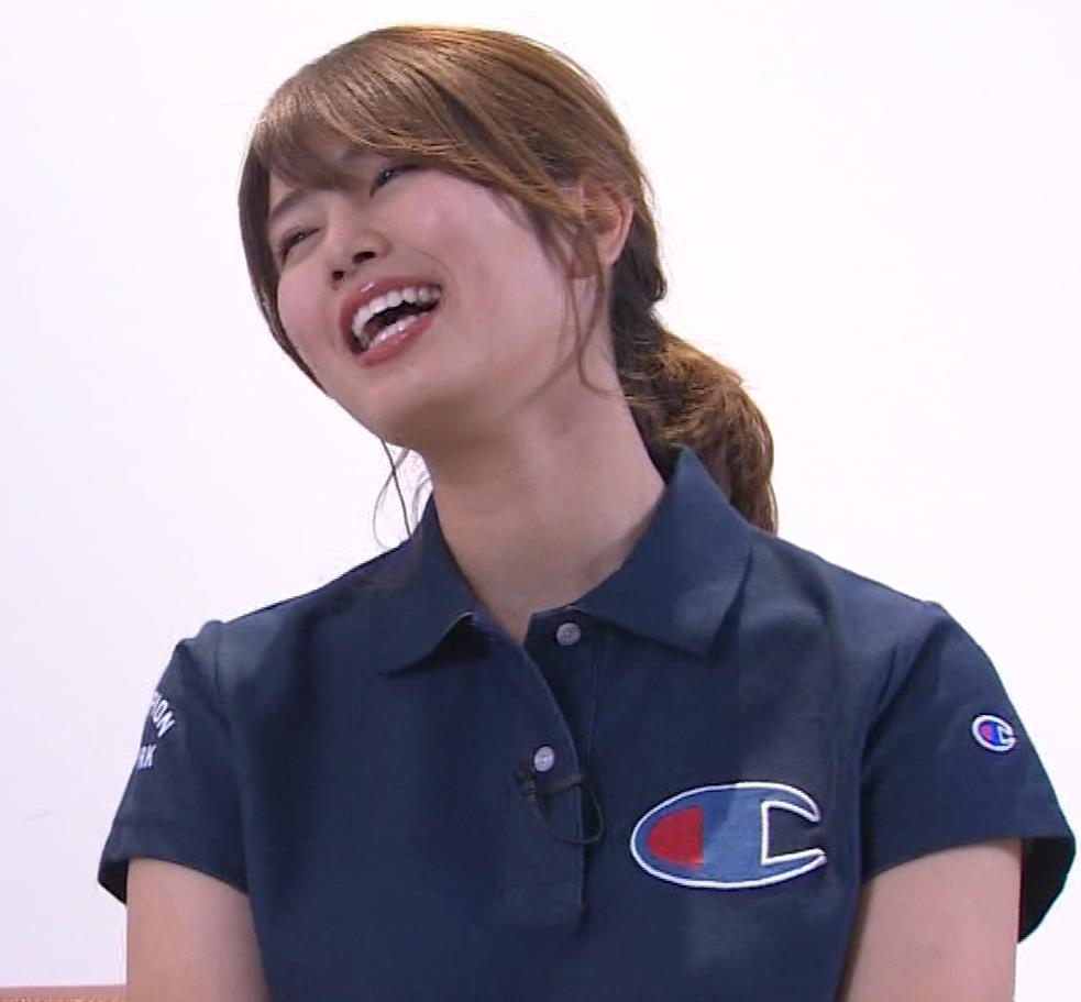 稲村亜美 パンツ見えそうなムチムチ太もも▼ゾーンキャプ・エロ画像3