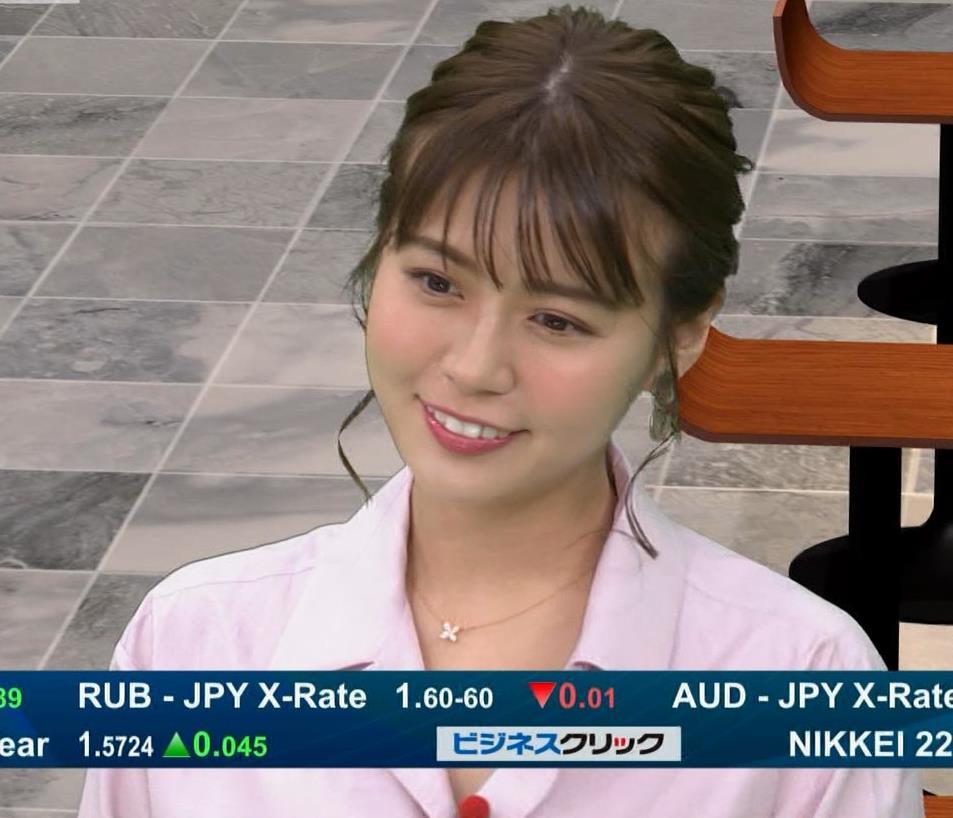 井口綾子 スカートのスリット(控えめエロ)キャプ・エロ画像5