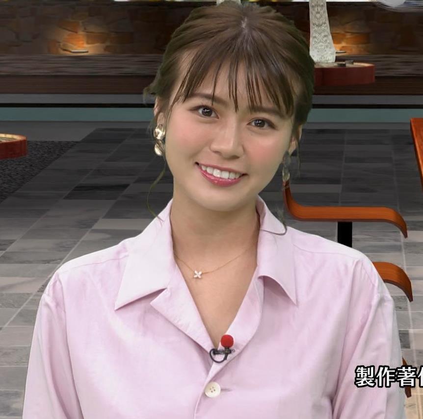 井口綾子 スカートのスリット(控えめエロ)キャプ・エロ画像6