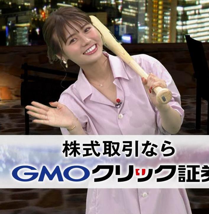 井口綾子 スカートのスリット(控えめエロ)キャプ・エロ画像8