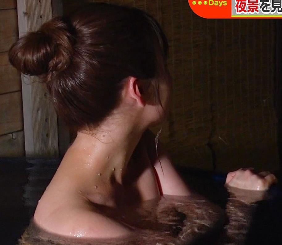 井口綾子 温泉入浴でバスタオル姿が激エロキャプ・エロ画像9