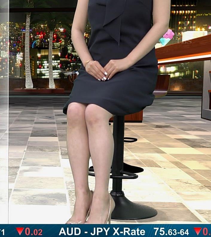 井口綾子 脚を組んで太ももが露わになってすごくエロいキャプ・エロ画像4