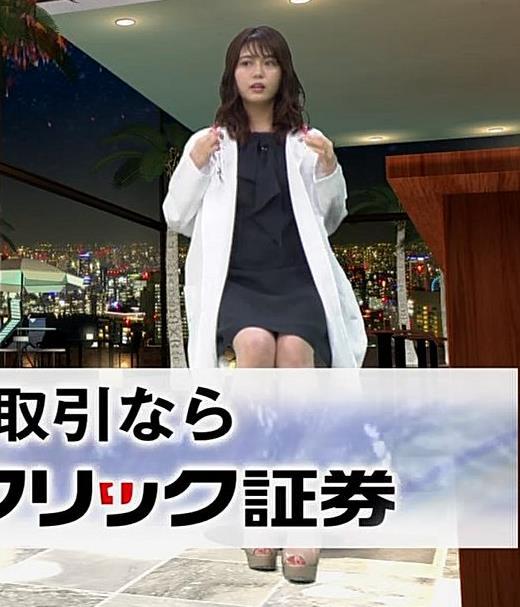 井口綾子 脚を組んで太ももが露わになってすごくエロいキャプ・エロ画像6