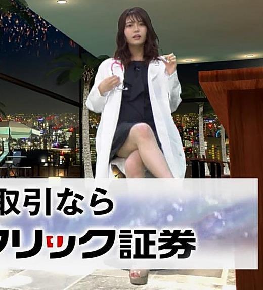 井口綾子 脚を組んで太ももが露わになってすごくエロいキャプ画像(エロ・アイコラ画像)