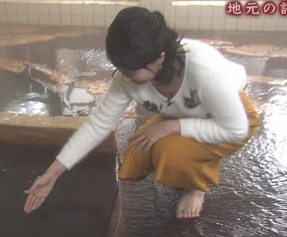 井上あさひアナ 温泉で前かがみ胸チラキャプ・エロ画像6