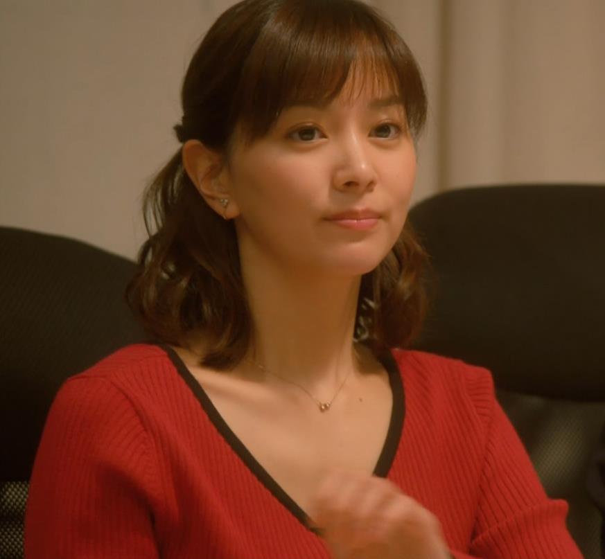 石橋杏奈 Vネックでデコルテ露出のニットおっぱい♡キャプ・エロ画像3