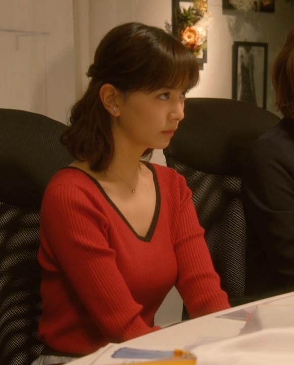 石橋杏奈 Vネックでデコルテ露出のニットおっぱい♡キャプ・エロ画像6