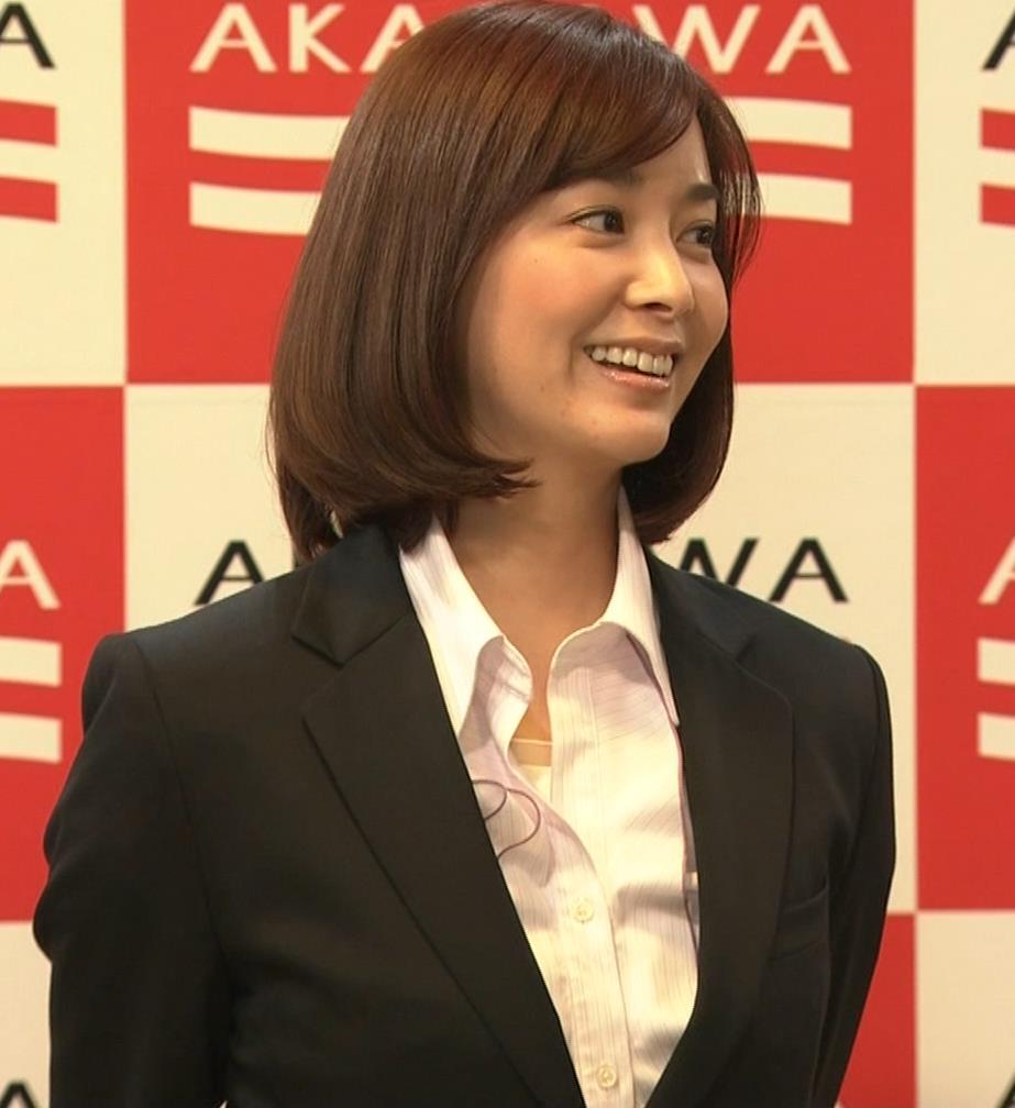 石橋杏奈 かわいいスーツ姿