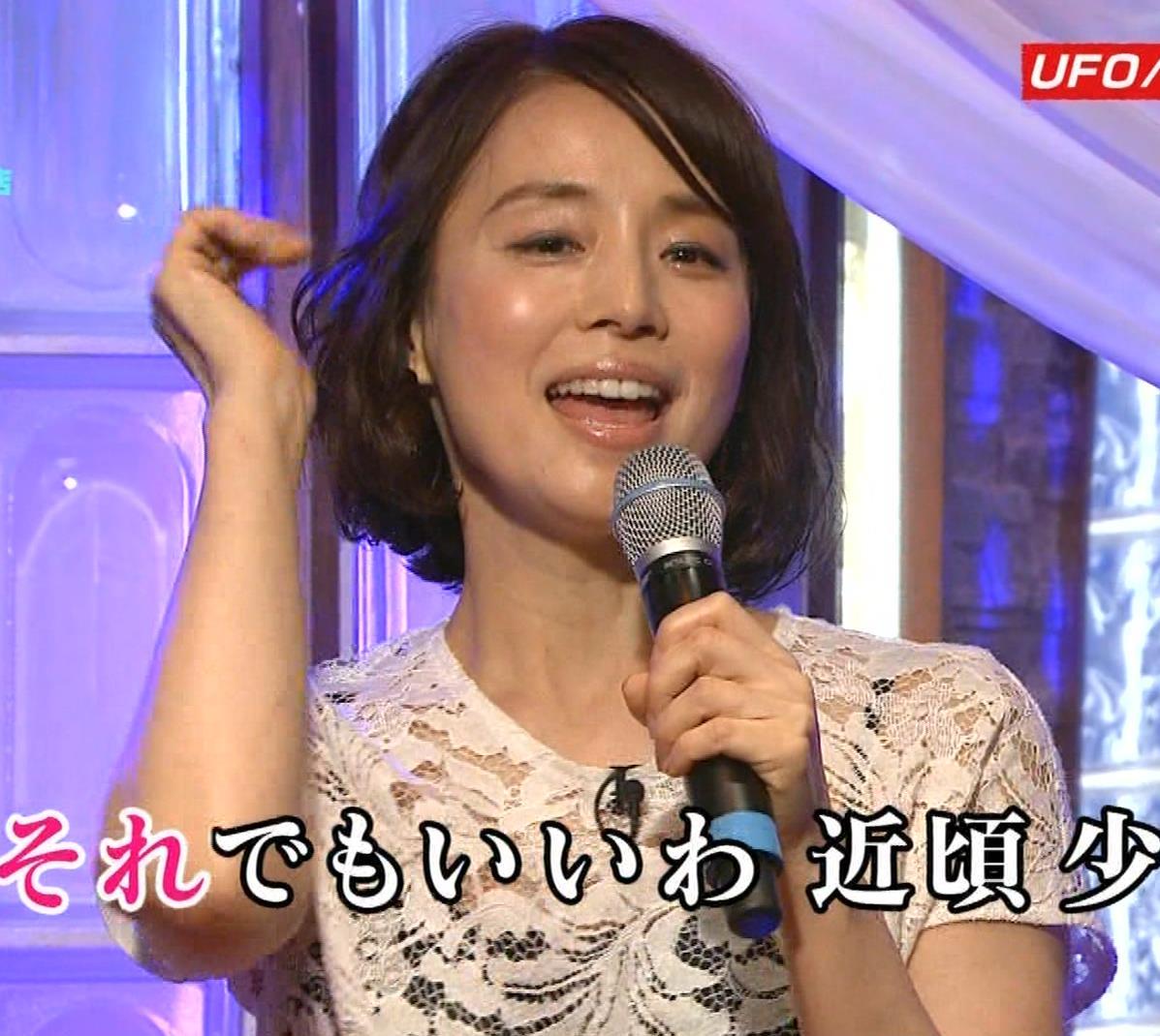 石田ゆり子 スケスケ衣装キャプ・エロ画像12