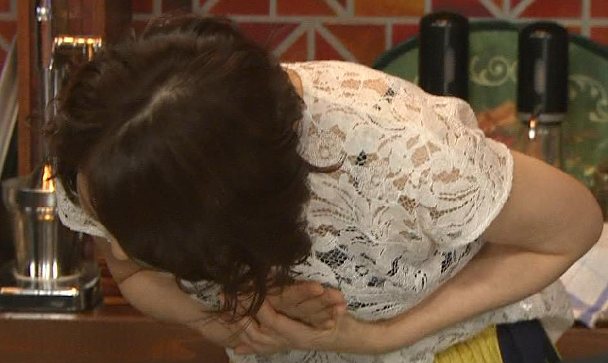石田ゆり子 スケスケ衣装キャプ・エロ画像6