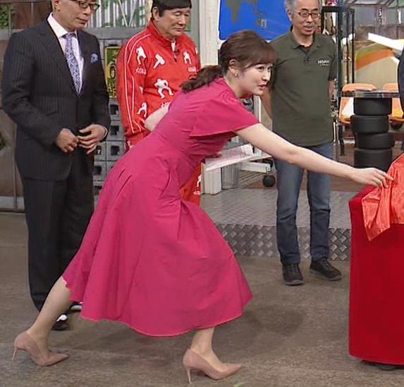 岩田絵里奈アナ ノースリーブでワキチラキャプ・エロ画像5