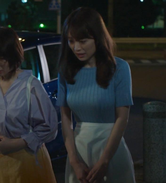 泉里香 保険CMのニットおっぱいエロ過ぎキャプ・エロ画像2