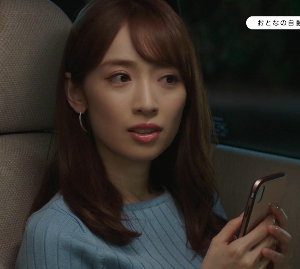 泉里香 保険CMのニットおっぱいエロ過ぎキャプ・エロ画像4