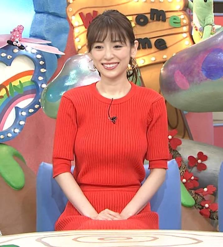 泉里香 ニットお胸がエロいキャプ・エロ画像2