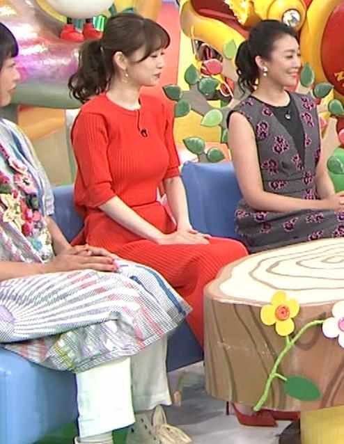 泉里香 ニットお胸がエロいキャプ・エロ画像3