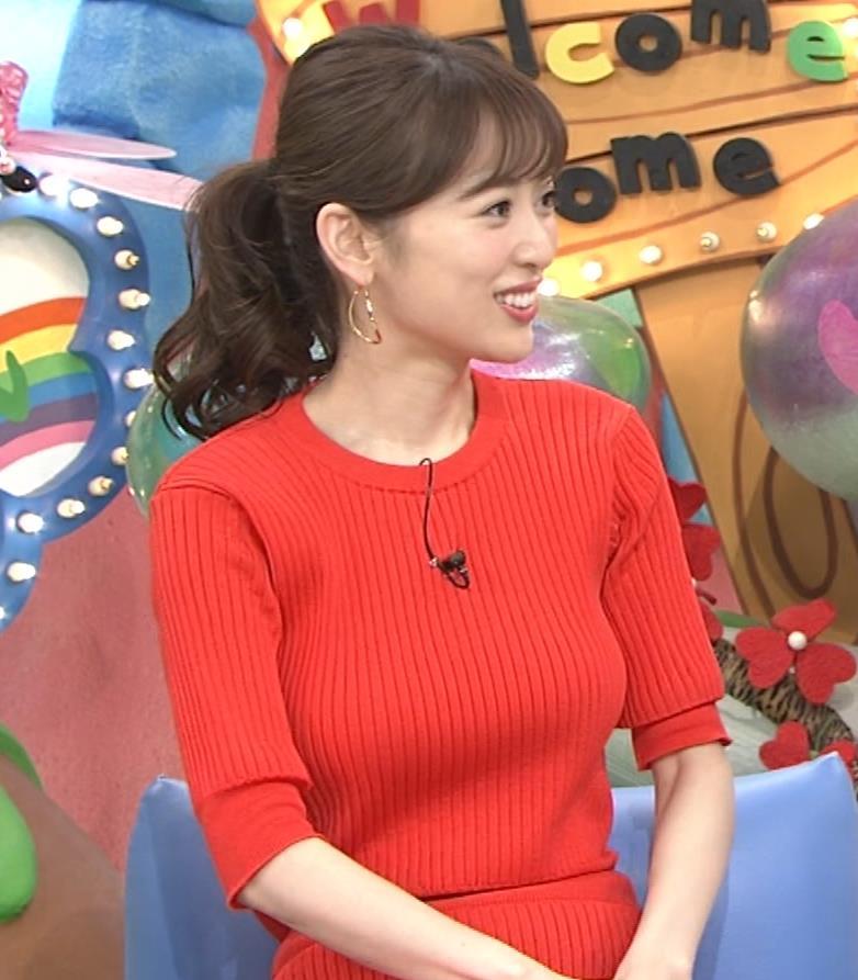 泉里香 ニットお胸がエロいキャプ・エロ画像8