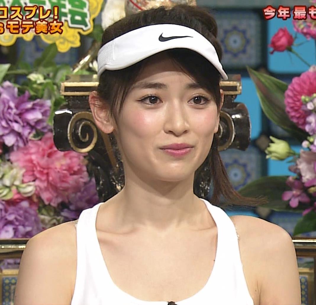 泉里香 テニスプレーヤーコスプレキャプ・エロ画像3