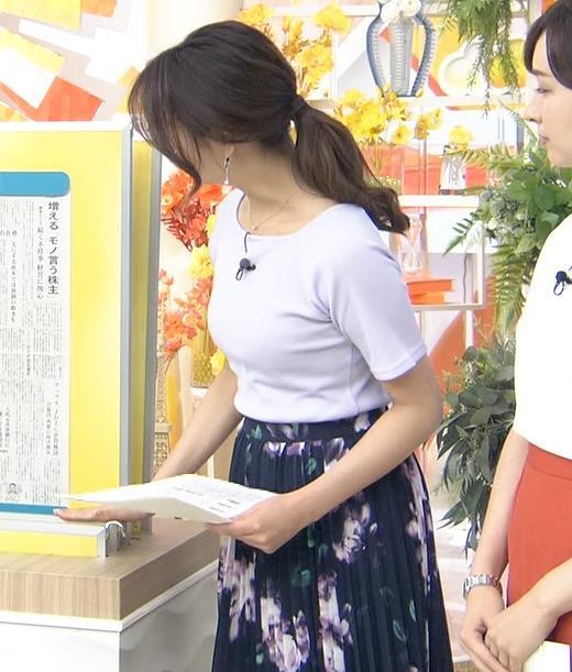樺島彩アナ Tシャツ巨乳の横乳キャプ・エロ画像