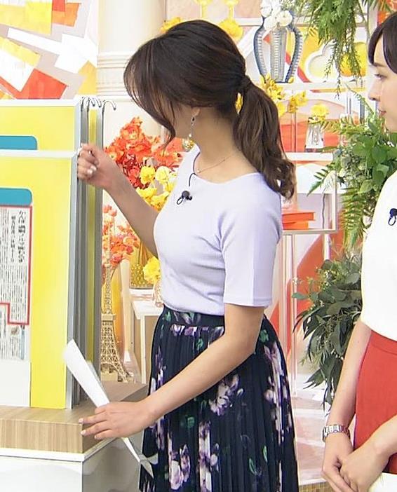 樺島彩アナ Tシャツ巨乳の横乳キャプ・エロ画像5