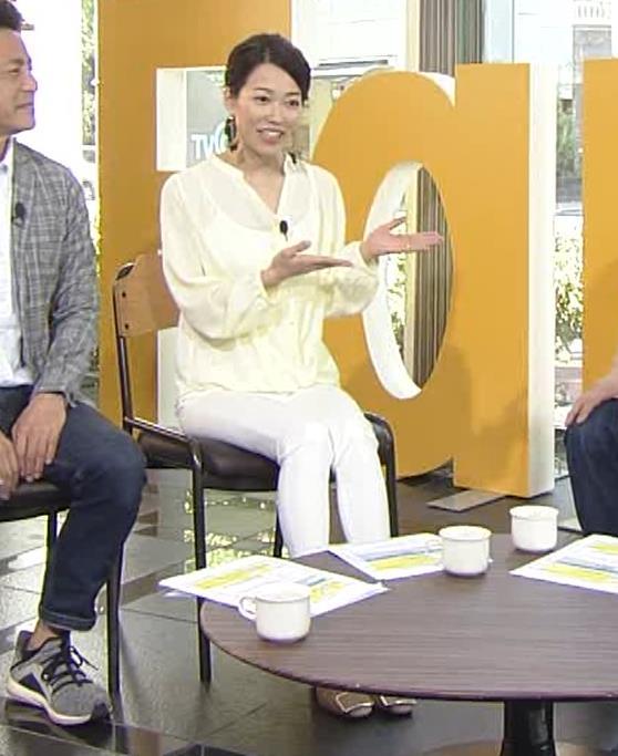 角野友紀アナ キャミソールが透けたシャツキャプ・エロ画像3
