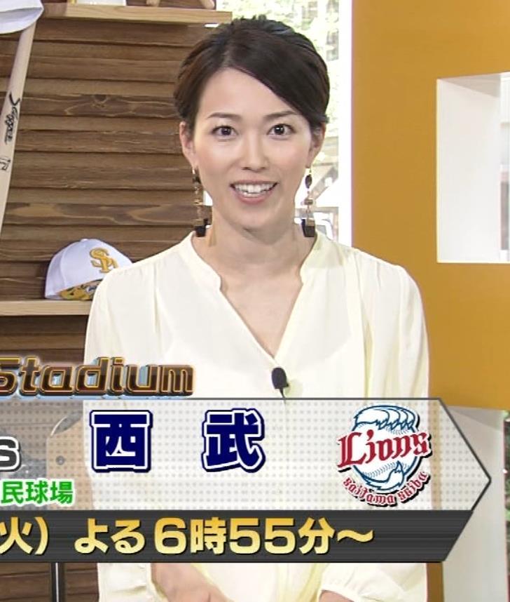 角野友紀アナ キャミソールが透けたシャツキャプ・エロ画像4
