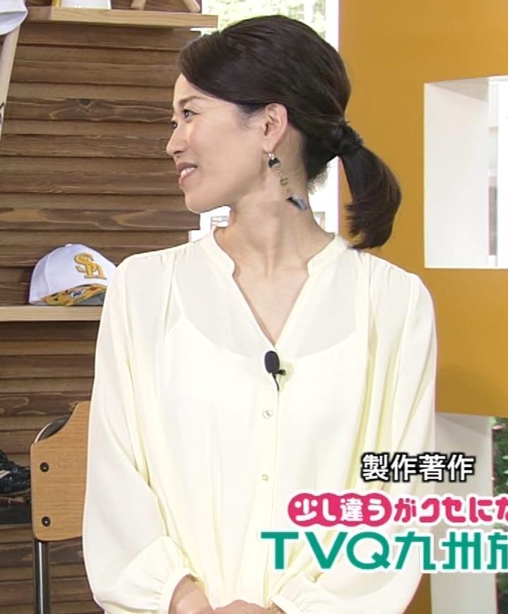 角野友紀アナ キャミソールが透けたシャツキャプ・エロ画像5