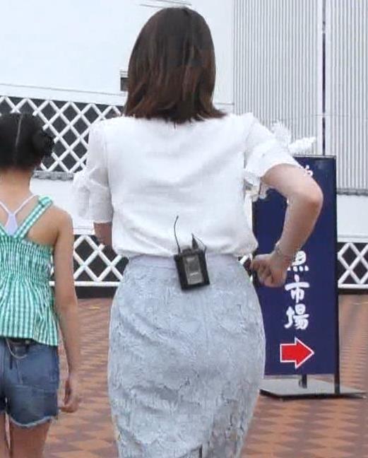 角谷暁子アナ タイトなスカートのお尻キャプ・エロ画像3