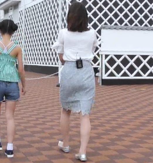 角谷暁子アナ タイトなスカートのお尻キャプ・エロ画像5