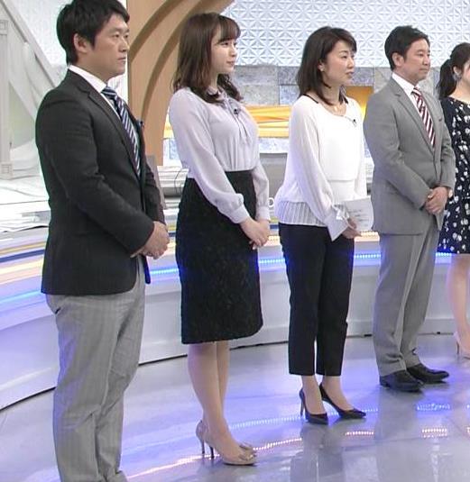角谷暁子アナ 突き出したデカい横乳キャプ・エロ画像