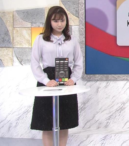 角谷暁子アナ 突き出したデカい横乳キャプ・エロ画像3