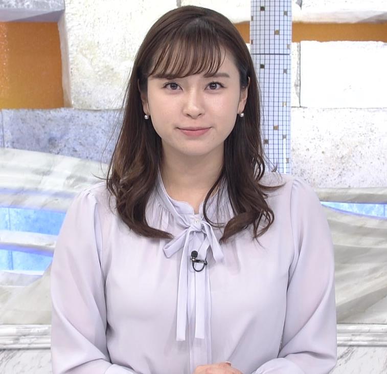 角谷暁子アナ 突き出したデカい横乳キャプ・エロ画像7
