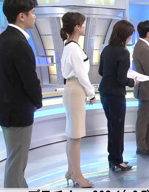角谷暁子アナ タイトスカートのお尻キャプ・エロ画像2