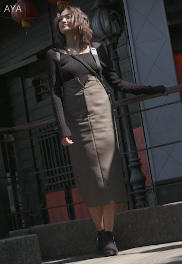 香川沙耶 美人モデルのニット乳&お尻キャプ・エロ画像12