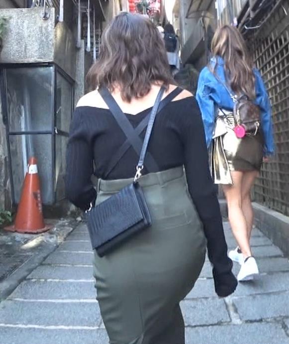 香川沙耶 美人モデルのニット乳&お尻キャプ・エロ画像16