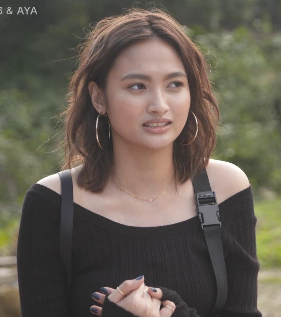 香川沙耶 美人モデルのニット乳&お尻キャプ・エロ画像10