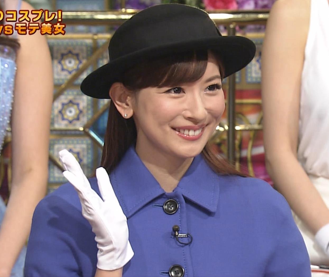 皆藤愛子 ミニスカートの中をアップで撮られるキャプ・エロ画像