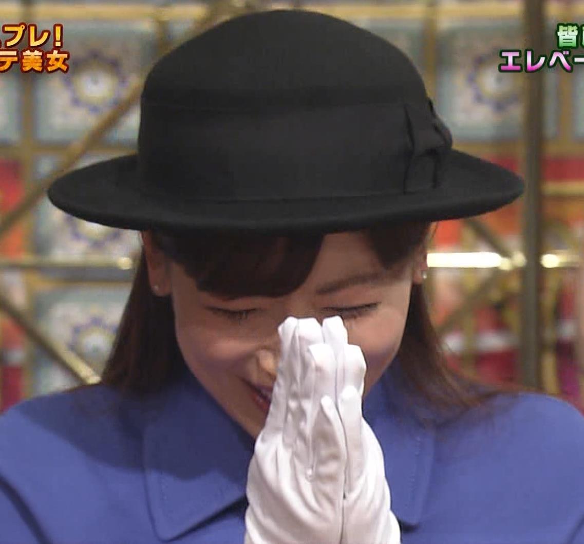 皆藤愛子 ミニスカートの中をアップで撮られるキャプ・エロ画像7