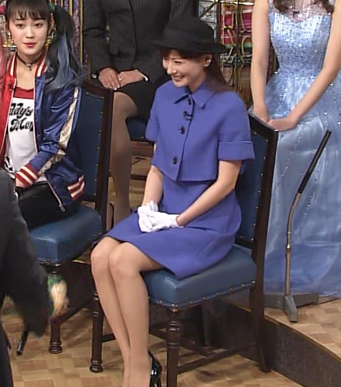 皆藤愛子 ミニスカートの中をアップで撮られるキャプ・エロ画像8