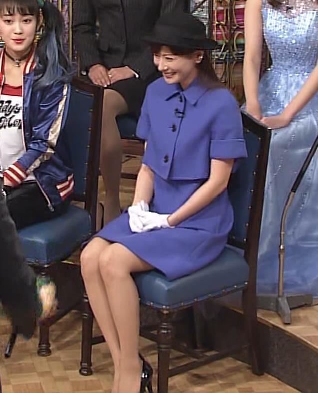 皆藤愛子 ミニスカートの中をアップで撮られるキャプ・エロ画像9