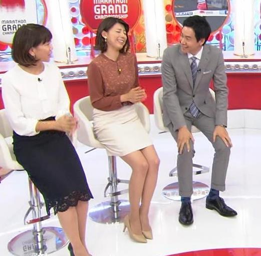 アナ ミニスカートで座って美脚露出キャプ・エロ画像2