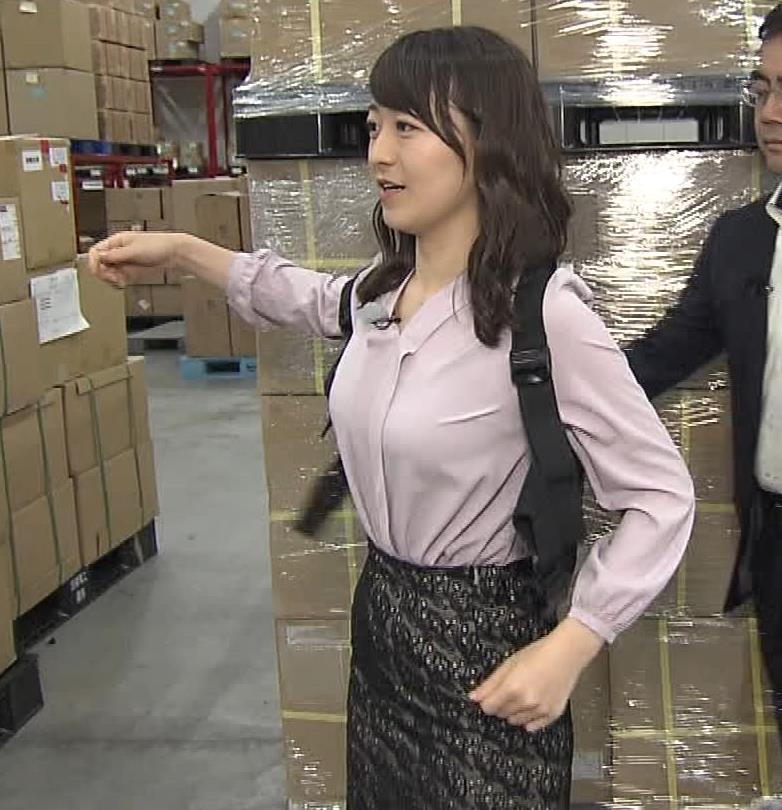 片渕茜アナ おっぱいをベルトで締め付けるエロキャプ・エロ画像2