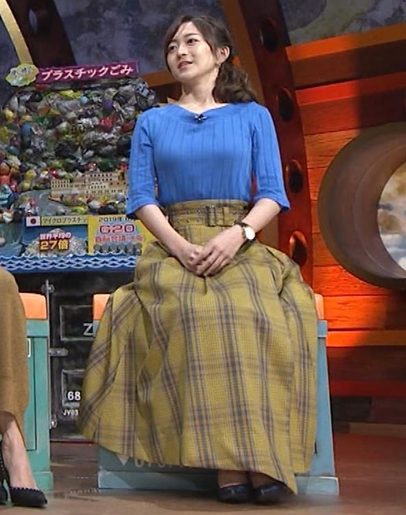 片淵茜アナ 横乳でデカいのがよくわかるキャプ・エロ画像5