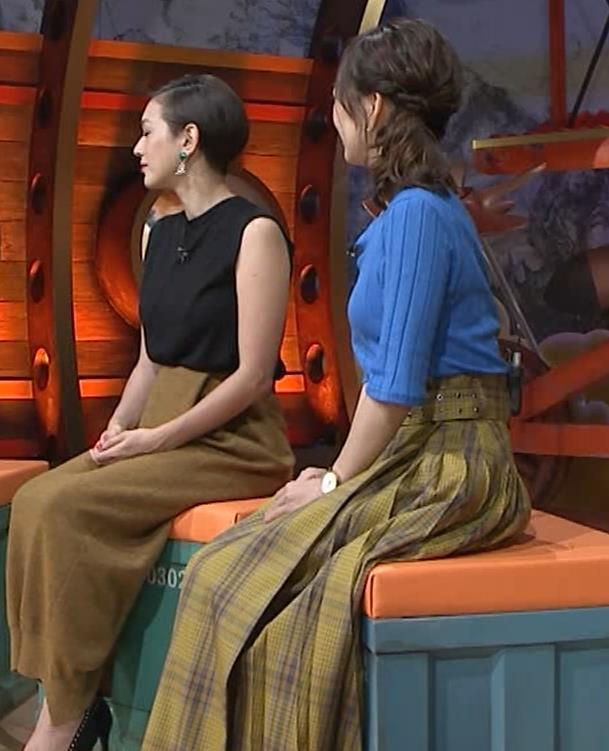 片淵茜アナ 横乳でデカいのがよくわかるキャプ・エロ画像8