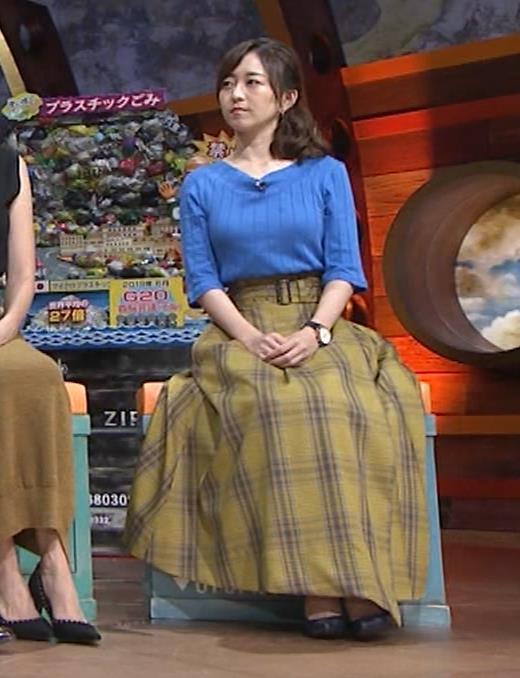 片淵茜アナ 横乳でデカいのがよくわかるキャプ・エロ画像10