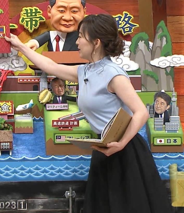 片渕茜アナ 巨乳ノースリーブからインナーちらりキャプ・エロ画像2