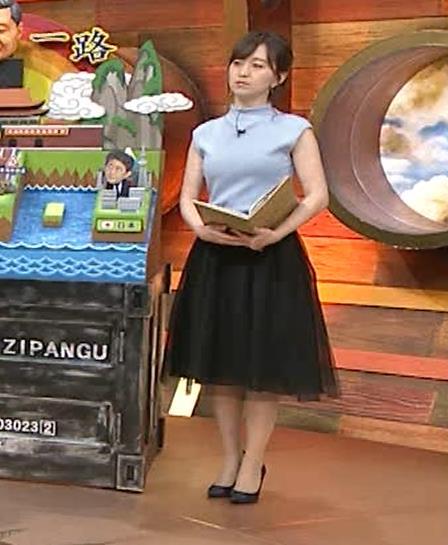 片渕茜アナ 巨乳ノースリーブからインナーちらりキャプ・エロ画像3