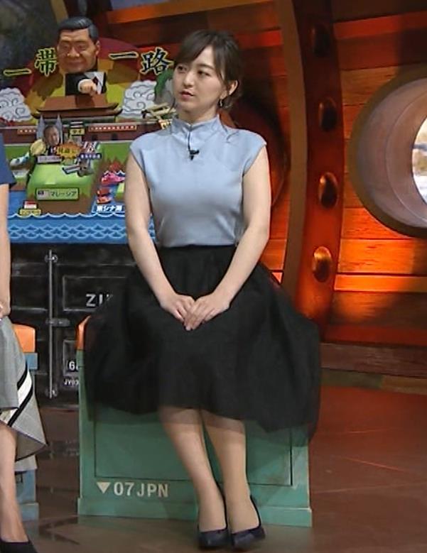 片渕茜アナ 巨乳ノースリーブからインナーちらりキャプ・エロ画像7