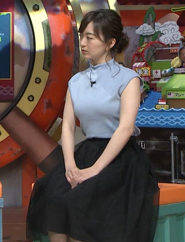 片渕茜アナ 巨乳ノースリーブからインナーちらりキャプ・エロ画像9