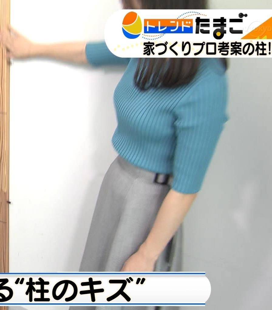 片淵茜アナ ニット巨乳。胸を張るキャプ・エロ画像5